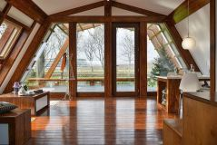 Casa din lemn luminoasa